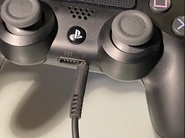 PS4_3.5mm_connection.png